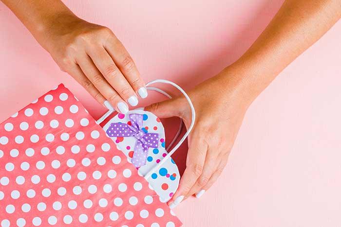 انتخاب هدیه برای خانم ها
